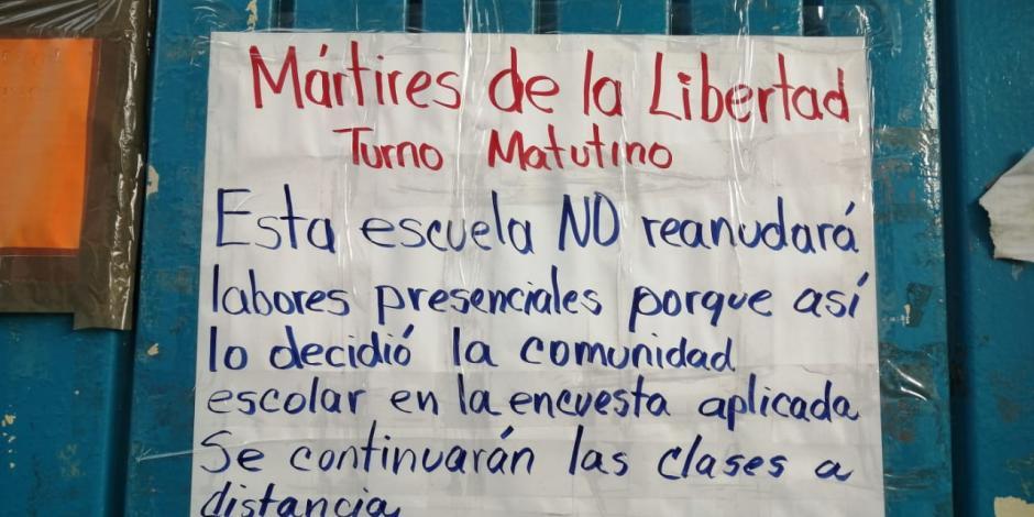 """Aviso pegado en la puerta de la primaria """"Mártires de Libertad"""""""