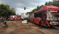 Choque entre unidad del Metrobús y un camión de carga en la Agrícola Oriental