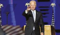 El PRESIDENTE electo, Joe Biden, reconoce a  la multitud en  su mitin de Wilmington, Delaware, el sábado.