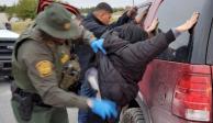 Con cubrebocas y guantes, Patrulla Fronteriza arresta a indocumentados