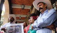 """Insisten familiares en retiro de Bellas Artes de pintura de """"Zapata gay"""""""