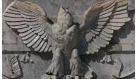 Arrancan cabeza al águila del Hemiciclo a Juárez