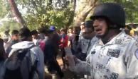 """Elemento de la Guardia Nacional se burla de migrantes; """"aquí traigo el gas"""", dice (VIDEO)"""