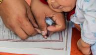 Diputados aprueban que padres elijan orden de apellidos de sus hijos