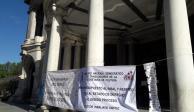 Sindicatos bloquean accesos de Bellas Artes; demandan pago de salarios