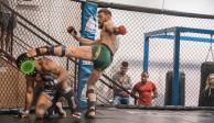 Conor McGregor le da una patada al COVID-19 mientras entrena