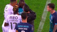 Compañero de 'Tecatito', en Porto, abandona el campo tras gritos racistas (VIDEO)