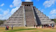 Artesanos ingresan a Chichén Itzá para verificar que no haya turistas