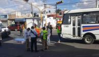Chofer de trasporte público en Puebla, atropella a su suegra por accidente