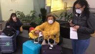 Chilenas varadas en AICM denuncian que no se les revisó médicamente