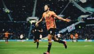 Raúl Jiménez se luce con golazo e iguala su mejor temporada en la Premier League