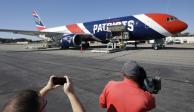 Avión de Patriotas lleva un millón de máscaras protectoras de China a Boston