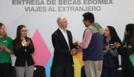 Gobierno de Alfredo Del Mazo ha becado a 255 mil estudiantes