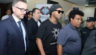 Retienen a Ronaldinho en Paraguay por pasaporte falso