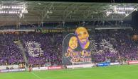 Carlos Vela y Los Ángeles FC recuerdan a Kobe Bryant con un tifo