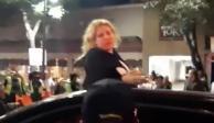 #LadyCadillac se vuelve viral por meterse a obras del Metrobús (VIDEO)