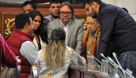 Analizarán casos de 77 empleados despedidos del Congreso capitalino