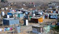 Pobreza baja 5% pero sube a 52 millones el número de pobres: Coneval