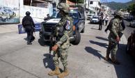 Policías comunitarios retienen a 10 elementos de la GN en Teconoapa, Gro.