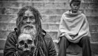 LOS AGHORIS: la secta caníbal que bebe en cráneos y fuma marihuana