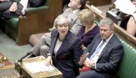 Parlamento debilita liderazgo de May al optar por retrasar Brexit