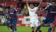 """""""Chicharito"""" fue titular en la victoria del Sevilla ante el Levante"""
