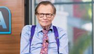 Hospitalizan a Larry King por molestia cardiaca