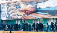 Estiman 5 días para reparar mural de Siqueiros dañado pro anarquistas