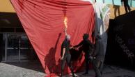Así quemaron encapuchados la bandera de México en CU (VIDEO)