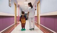 En España hacen con las playeras de futbol batas de hospital