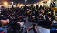 Migrantes bloquean Puente Nuevo Internacional en Matamoros