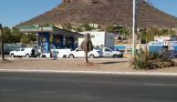 Atacan a policías en gasolinera de Guaymas, Sonora; reportan un muerto