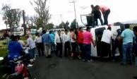 Volcadura de combi en la Zumpango-Tecámac deja dos muertos