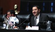 Propone Martí Batres reducir edad para poder ser senador