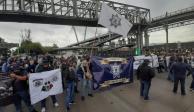 Ve AMLO provocación en protesta de federales en AICM; exhibirá autores