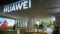 Más empresas suspenden venta de celulares Huawei