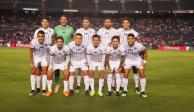 Futbolistas de Chivas se burlan de un seguidor en el aeropuerto