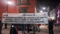 Se atiende a empleados de Mexicana; quiebra fue por culpa de Fox: López Obrador
