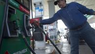 Largas filas por gasolina, ahora, en Nuevo León