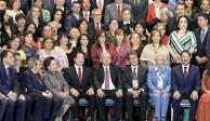 AMLO pide cuidar Morena... y en el Senado, nuevo choque por el control