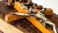Con un crucifijo, joven asesina a sacerdote que abusó de él cuando era niño