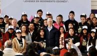 Del Mazo entrega becas a jóvenes para evitar deserción escolar