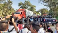 Desalojan a estudiantes que bloqueaban carretera Villahermosa-Teapa
