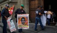 AMLO y padres de los 43 se reúnen para revisar avances del caso