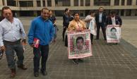 Padres de los 43 denuncian falta de interés al caso por parte de la FGR