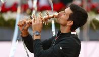 Novak Djokovic se corona en Madrid luego de vencer a Stefanos Tsitsipas