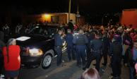 FOTOS: En Xochimilco intentan linchar a uno, agreden a policías y vandalizan patrullas