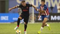 Héctor Herrera hace gol de penalti y Atleti vence a Chivas