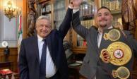 """""""Los mexicanos no nos rendimos fácilmente"""", le dice AMLO a Andy Ruiz"""