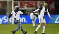 Cristiano Ronaldo empuja a aficionado que le pidió una foto (VIDEO)